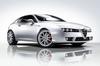アルファ・ロメオ、白いボディに赤内装の特別仕様車