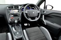 試乗車は上級グレードの「DS LEDビジョンパッケージ」。アルミペダルやスマートキーシステムなどが標準装備となる。