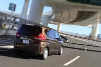 2代目となる新型「フリード」は2016年9月に登場。利便性や燃費性能の改善、ハイブリッド4WD車の設定。運転支援システムの強化などがトピックとなっている。