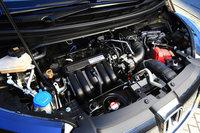 ハイブリッド車のパワーユニットは、従来モデルではエンジンとCVTの間にモーターを挟む「IMA」と呼ばれるシステムだったのに対し、新型ではデュアルクラッチ式ATにモーターを組み合わせた「スポーツハイブリッドi-DCD」となった。