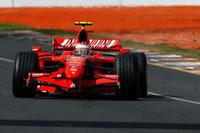終盤、一瞬気が緩んでコースオフするも、ほぼ完璧なレース運びでフェラーリでの1勝目を手に入れたライコネン。初タイトルに向けて幸先の良いスタートを切った。(写真=Ferrari)