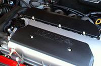 ミドに横置きされる、トヨタ製1.8リッター直4DOHC VVTL-i(連続可変バルブタイミング機構)エンジン