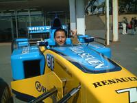 ルノーはルーテシアV6と同時にF1も持ってきていた!ってエンジン入ってないけどね。しかしシャシーは本物。昔、一回F1に乗ったことを思い出しました