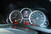 専用のスピードメーターをはじめ、マルチインフォメーションディスプレイの付いた専用5眼メーター。