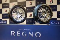 ブリヂストンの新製品、「REGNO GR-XI」(左)と「REGNO GRV II」(右)。