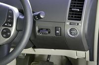 ステアリング右側にあるのがパワースイッチ。ブレーキペダルを踏みながら、スイッチを押すとエンジンがかかる。
