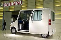 【東京モーターショー2004】ダイハツは実用主義――市販予定車がズラリの画像