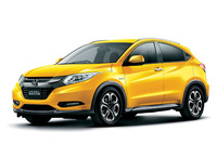 「ホンダ・ヴェゼル ハイブリッドX Honda SENSINGブリリアントスタイルエディション」。ボディーカラーは専用色の「プレミアムイエローパールII」。