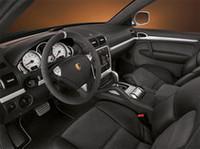 「ポルシェ・カイエン」にラリーカーテイストの特別仕様車の画像