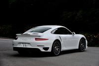 ポルシェ911ターボS ボディーサイズ:全長×全幅×全高=4506×1880×1296mm/ホイールベース:2450mm/車重:1605kg/駆動方式:4WD/エンジン:3.8リッター水平対向6 DOHC 24バルブ ターボ/トランスミッション:7AT/最高出力:560ps/6500-6750rpm/最大トルク:71.4kgm/2100-4250rpm/タイヤ:(前)245/35ZR20 (後)305/30ZR20/車両本体価格:2539万円