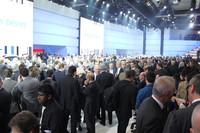 自動車産業に忍び寄る欧州の経済危機。しかし会場は大入り満員。