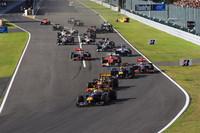 スタートでトップを守ったポールシッターのベッテル(先頭)。レッドブル・フロントローの間にロバート・クビサのルノーが割って入ったが、3周して脱輪しリタイア。レッドブル1-2フォーメーションが早々に完成する。(写真=Red Bull Racing)