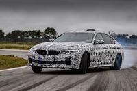 4WD化される新型「BMW M5」のプロトタイプに南仏のテストコースで試乗した。