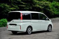ホンダ・ステップワゴンG・EX     ボディーサイズ:全長×全幅×全高=4690×1695×1840mm/ホイールベース:2890mm/車重:1670kg/駆動方式:FF/エンジン:1.5リッター直4 DOHC 16バルブ ターボ/トランスミッション:CVT/最高出力:150ps/5500rpm/最大トルク:20.7kgm/1600-5000rpm/タイヤ:(前)205/60R16 (後)205/60R16/車両本体価格:258万8000円