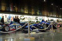 300台以上の所蔵を誇るマノワール自動車博物館内。F1コーナーでは、1968年の「フェーリ126C3」ら18台のF1マシンが来場者を迎える。