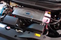 車体前方には、駆動用モーターとパワーコントロールユニットが搭載される。写真は、ボンネットフードを開けたところ。
