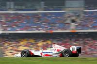 """""""失敗作""""「TF104」の空力、エンジンなどを改良し、軽量化を推し進めた「TF104B」を投入したトヨタ。ぶっつけ本番のニュースペックマシンは、結果からすれば期待はずれに終わった。10番グリッドのオリヴィエ・パニスはエンストを起こしピットからスタート、結局14位でレースを終えた。クリスチアーノ・ダ・マッタ(写真)は、タイヤのパンクに見舞われスピン、リタイア。(写真=トヨタ自動車)"""
