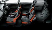 「2.0Z」はダークグレー内装に、ブラック/オレンジのシートが組み合わされる。