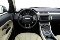 2014年モデルは、ドライブトレインのほかに装備も大幅に強化。接近する車両の存在をドライバーに知らせる「ブラインドスポットモニター」や、自動操舵(そうだ)機能によって駐車をサポートする「パークアシスト」、エマージェンシーブレーキ機能付きのアダプティブクルーズコントロールなどを採用している。