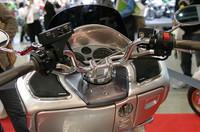 スピーカーは車速感応式(オプション)。