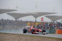 目の覚めるような飛び出しでトップを奪ったかにみえたが、ジャンプスタートでドライブスルーペナルティ。しかし最終的に4位まで挽回しゴールするのだから、フェルナンド・アロンソ(写真)の底力は侮れない。フェラーリのもう1台、フェリッペ・マッサは、地味なレースで9位完走。ポイントリーダーから6位に落ちた。(写真=Ferrari)