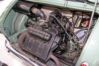 「三菱500スーパーデラックス」のエンジン。空冷直列2気筒OHV594ccから最高出力25ps/4800rpm、最大トルク4.2kgm/3400rpmを発生する。