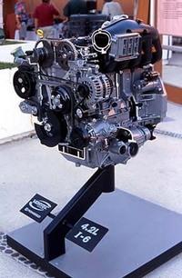 1気筒あたり700ccを誇るビッグ6。オールアルミユニットだ。