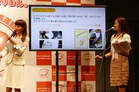 クルマの日常点検を説明するのはカーライフエッセイストの吉田由美さん(写真右)。