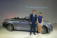 メルセデス・ベンツ日本の上野金太郎社長(写真左)と、新人プロゴルファーの三浦桃香選手。メルセデス・ベンツ日本は日本女子プロゴルフ協会のオフィシャルパートナーを務めており、2018年から三浦選手もサポートを受ける。