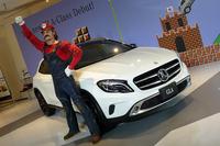 「GLAクラス」は任天堂のゲームソフト「スーパーマリオ」シリーズとコラボレーション。発表会には、赤い帽子とオーバーオールでおなじみのマリオ氏も駆け付けた。