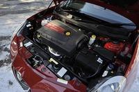「4C」と同じ1742ccの直列4気筒エンジンは最高出力240ps、最大トルク34.7kgm(ダイナミックモード選択時)を発生する。