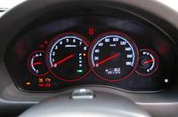 5AT仕様のメーター。マニュアルモード時は、タコメーター下部にギアポジションが表示される。