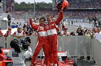 コンストラクターズチャンピオンシップでは、1位ルノーに対し、2位フェラーリが10点差で迫っている。なおブリヂストンタイヤは、F1参戦165戦目にして100勝目を達成した。このうち半分以上の56勝はミハエル・シューマッハーによるものというのがスゴイ。シューマッハーにとっては自身89回の勝利のうち、約63%をBSで勝っていることになる。(写真=Ferrari)