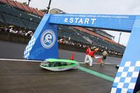 スタートはゼッケンナンバー順に1台ずつ。No.142は「千葉県立下総高等学校 自動車部B」のマシン。