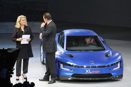 第369回:パリモーターショー2014(前編)パリであっぱれ! トヨタの「車内カラオケ」作戦