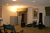 アレクシスパークでは、高級ホームオーディオの数々が試聴できるようになっている。