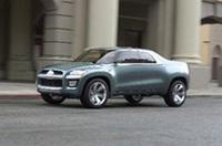 【写真上】「レイダー」と「エクリプス」のイメージ 【写真下】2004年のデトロイトショーでお披露目された「スポーツトラックコンセプト」