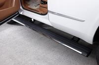 ドアの開閉に連動して自動で展開、収納されるサイドステップ。上級グレード「プラチナム」に標準装備される。