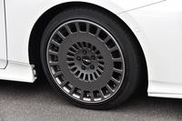 「TRD TF8」と名付けられたアルミホイール。往年のラリー車に見られたデザインを意識しているという。