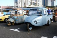 映画『ALWAYS三丁目の夕日』などの影響もあってか、一般的にもその存在が知られるようになった懐かしの軽三輪トラック。もっともメジャーなのはダイハツ・ミゼットだが、この2車は車名を即答できたらCAR検1級超(?)というくらいの代物。左の三菱ペットレオ(1961)は現存台数が10台前後、右がホープスターSM(1961)はひとケタではないかと思われる激レア車である。