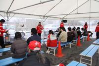 ジムカーナコースで行われた「スムーズスラロームチャレンジ」。スラロームコースを、車載のG(重力)センサーを反応させずに、いかにスムーズに速く走り抜けるかを競うもので、1日中盛況だった。参加者に競技の説明をしているのは、モータージャーナリストの竹岡圭さん(中央)。