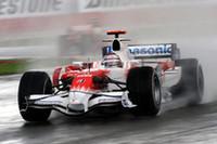 ヤルノ・トゥルーリのトヨタは、最後に中嶋一貴のウィリアムズを抜き、7位2点を獲得した。(写真=Toyota)