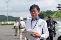 チーフインストラクターの1人である、スバル研究実験センター管理課長の秋山 徹氏。1989年の「レガシィ」による10万km世界速度記録チャレンジに参加したドライバーの1人でもある。