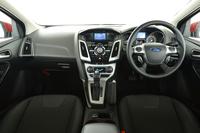ドライバーを中心にデザインしたというインテリアの様子。左右独立式のオートエアコンや9スピーカーのプレミアムサウンドシステムが、標準で与えられる。