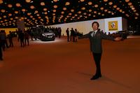 同じくプレスデイのルノーブース。あまりに広い空きスペースに心配してしまったが、一般公開日のフランステレビを見ると、ちゃんと展示車が並べられていたうえ、大盛況だったので安心した。