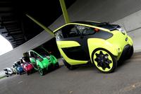事前講習会に勢ぞろいした「トヨタi-ROAD」。ボディーカラーは5色用意されていた。