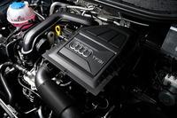 1リッター直3直噴ターボエンジンは95psの最高出力と16.3kgmの最大トルクを発生。燃費はJC08モード計測で22.9km/リッターとなっている。