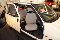 3代目「アルト」にラインナップされた「スライドスリムlb」(1988年)。先代以来の回転式ドライバーズシートも装備されている。