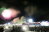 表彰式を終え、暑く長いレースを締めくくる花火が空を彩った。