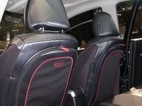 「オーリス×TUMI ブランドコラボコンセプトカー」前席シートバックのジッパー付き収納。